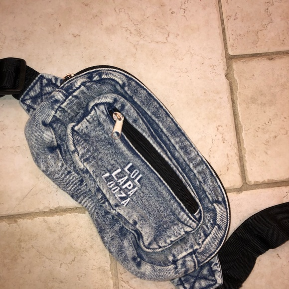 American Eagle Outfitters Handbags - Lollapalooza fanny pack